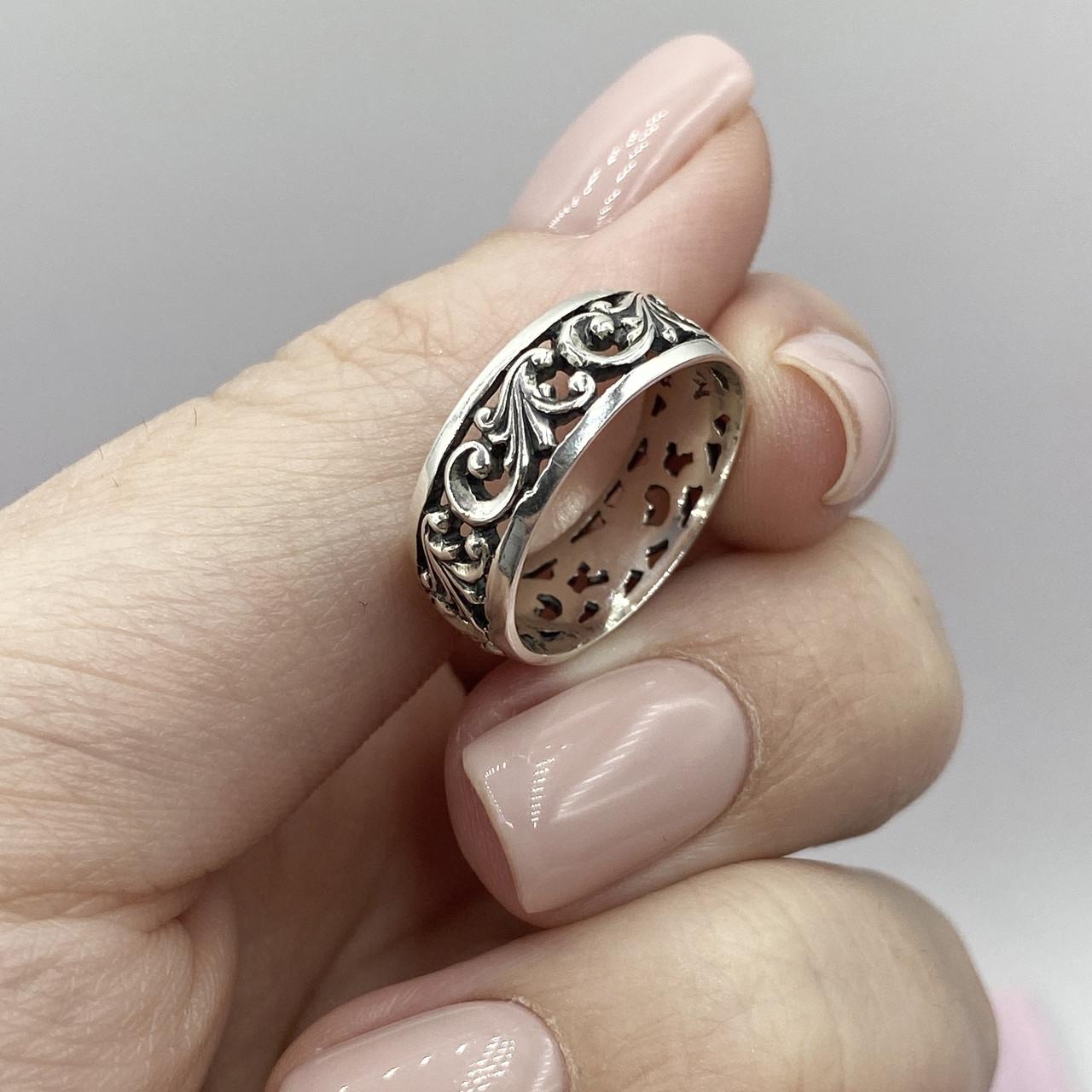 Срібне кільце з візерунком