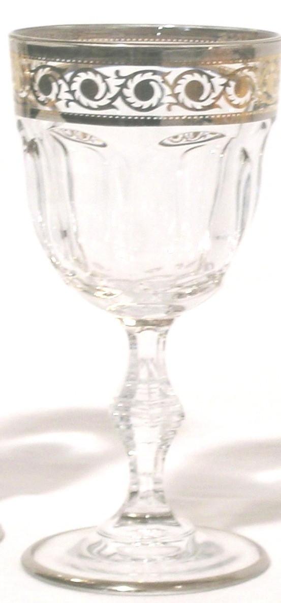 Набор бокалов для вина, декорированный золотом и платиной