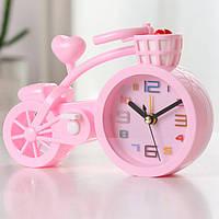 Настільний годинник-будильник Велосипед.  Світло рожевий/ магазин Gipo