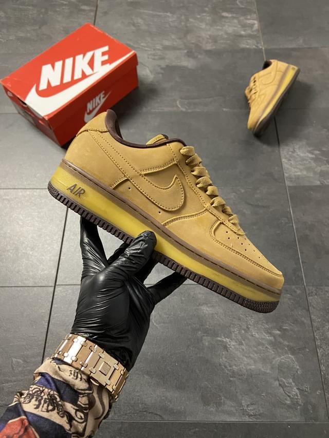 Чоловічі кросівки Nike Air Force 1 Low Wheat Mocha фото