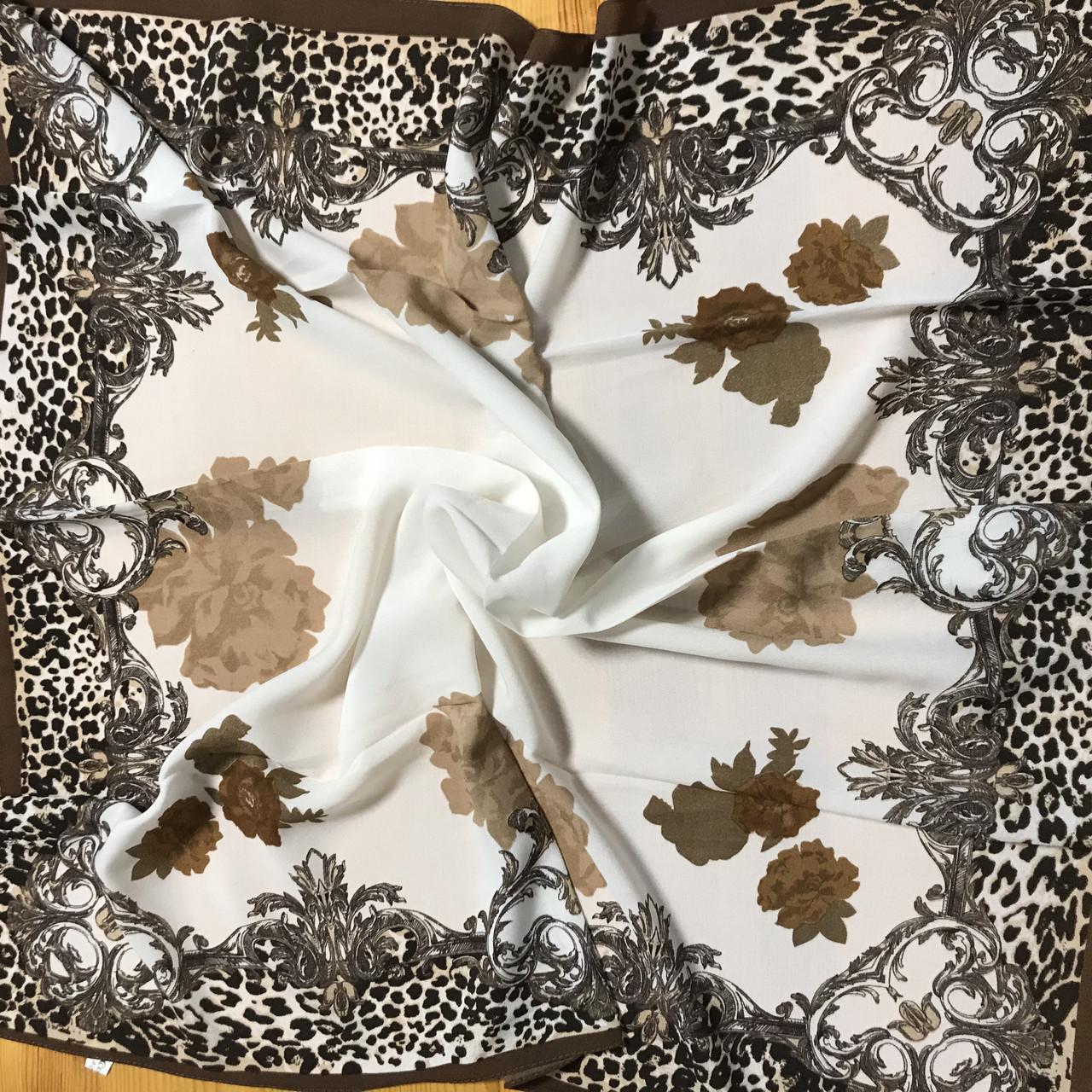 Хустка білий з коричневим малюнком 85 см