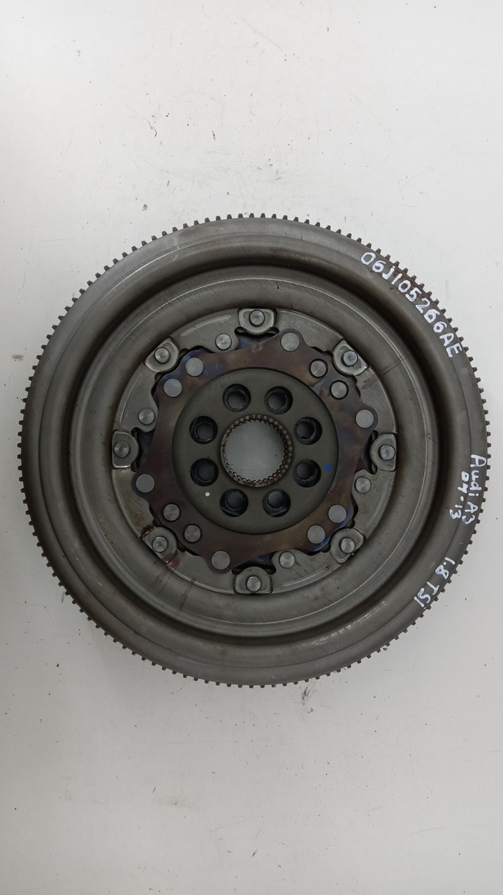 Маховик двигателя Volkswagen Passat CC 2.0 TSI 2012 гг 06J105266AE