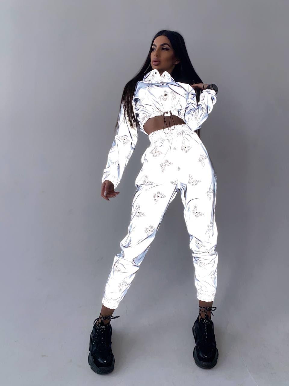 Светоотражающий костюм женский брючный с принтом бабочки 66101628Е