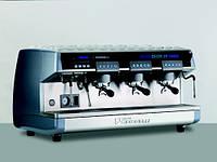 Элитные кофеварки  (кофеварка трехрожковая автоматическая Nuova Simonelli Aurelia 3GR V)