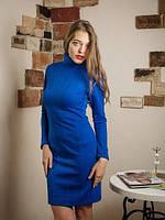 Яркое приталенное платье из трикотажа с рельефным рисунком косичка