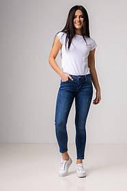 Синие приталенные джинсы со средней  посадкой в размерах: XS, S, M.