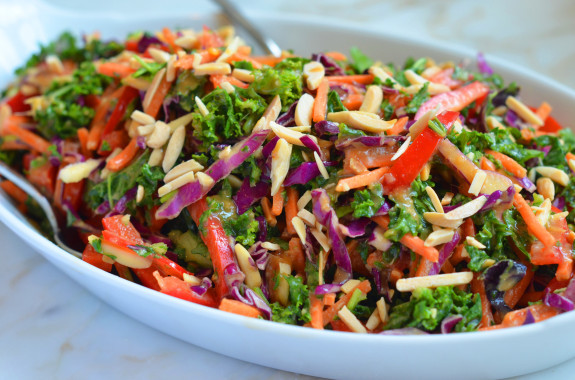 Салат с миндалём и кунжутным маслом