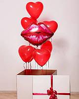 Белая коробка сюрприз с сердечками и губы