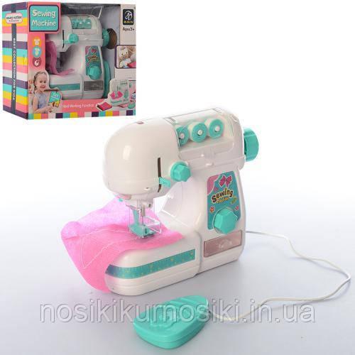 Детская игрушечная швейная машинка 7923 шьет, на батарейках, 18 см