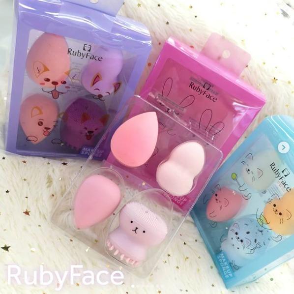 Набор 4 в 1 спонжиков для макияжа Ruby Face и щетка для очищения лица Powder Puff