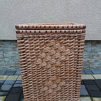 Плетеная корзина из лозы для белья