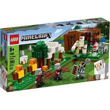 Конструктор LEGO Minecraft Аванпост разбойников 303 детали