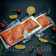 Слабосолоні шматочки лосося на шкірі 500 г