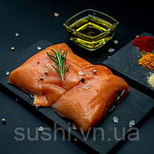 Слабосолоні шматочки лосося на шкірі 250 г
