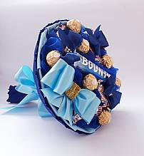 Конфетный букет из конфет Ферерро Роше и Баунти вкусный подарок сладостей детям