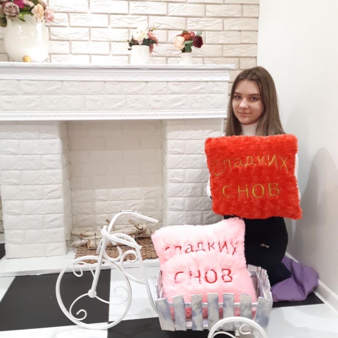 Мягкая меховая декоративная подушка с надписью  Сладких снов розовая