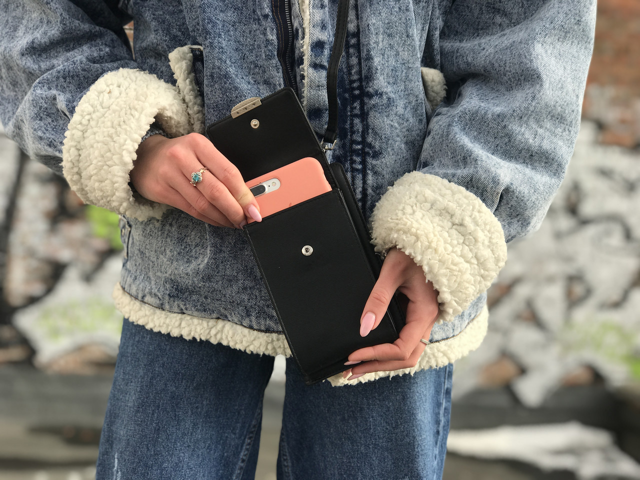 Маленька жіноча сумочка чорного кольору