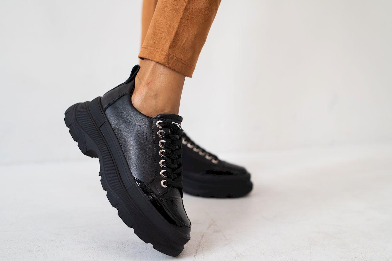 Женские кроссовки кожаные весна/осень черные Best Vak 49-01 Vogue