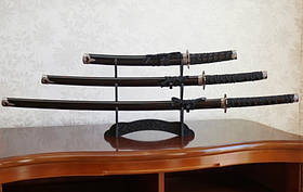 9310003 Набор из трёх самурайских мечей на подставке