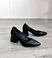 Жіночі чорні туфлі на підборах