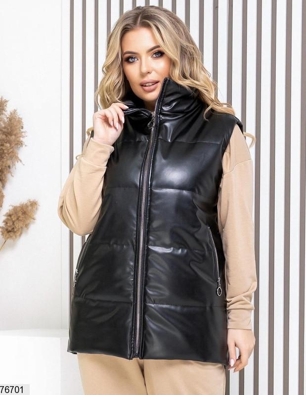 Женская стеганая жилетка из эко кожи больших размеров черная