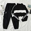 Женский спортивный костюм. Укороченный топ и штаны в стиле хип-хоп.