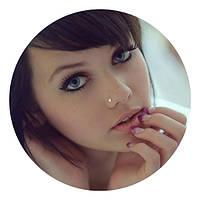 Пирсинг носа с сережкой