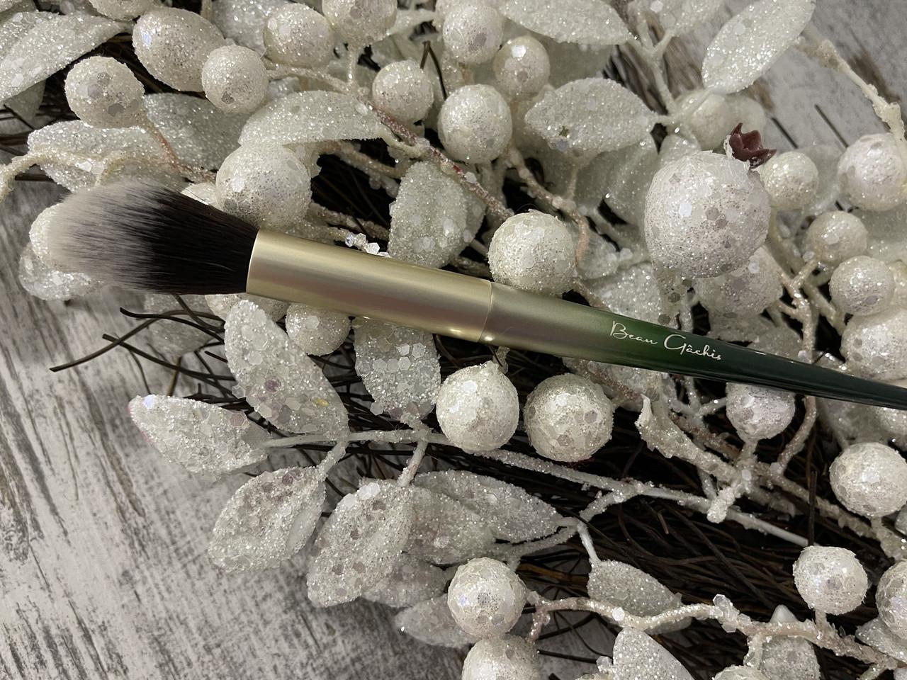 Кисть для нанесения хайлайтера, румян BEAU GACHIS Highlighter Brush