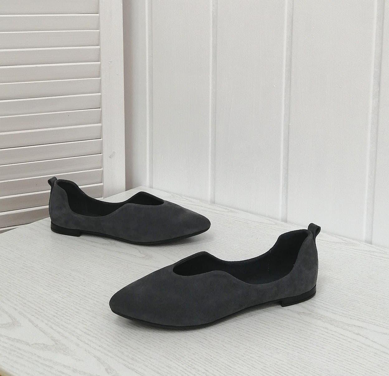 Жіночі замшеві балетки сірого кольору