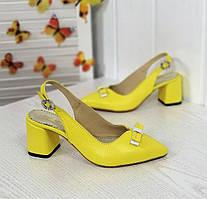 Жіночі туфлі на підборах з натуральної шкіри флотар жовтого кольору