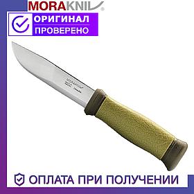 Нож Мора для охоты, рыбалки и туризма Morakniv Outdoor 2000 с чехлом зеленый