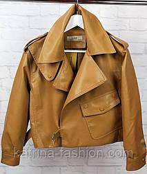 Жіноча стильна куртка-косуха з еко-шкіри з написом