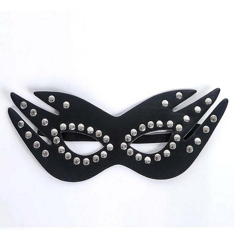 Кожаная маска с заклепками для сексуальных игр черная
