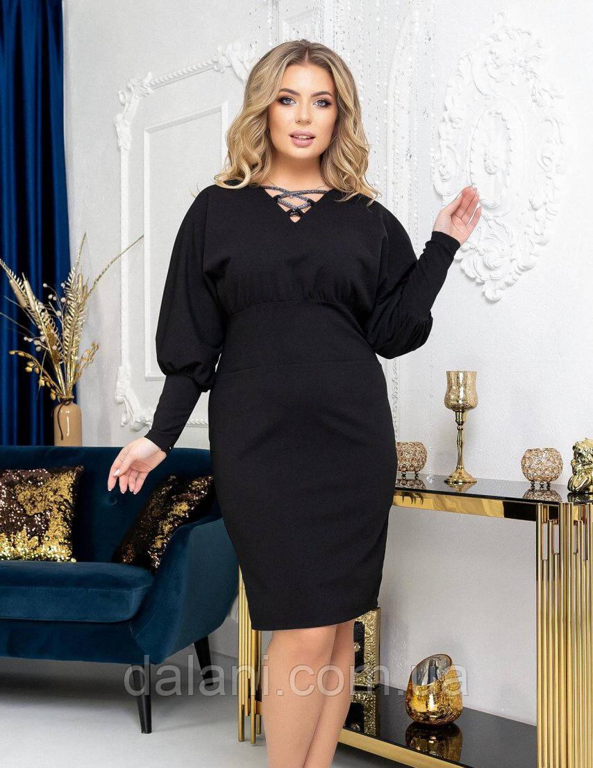 Женское черное платье-футляр с объёмными рукавами