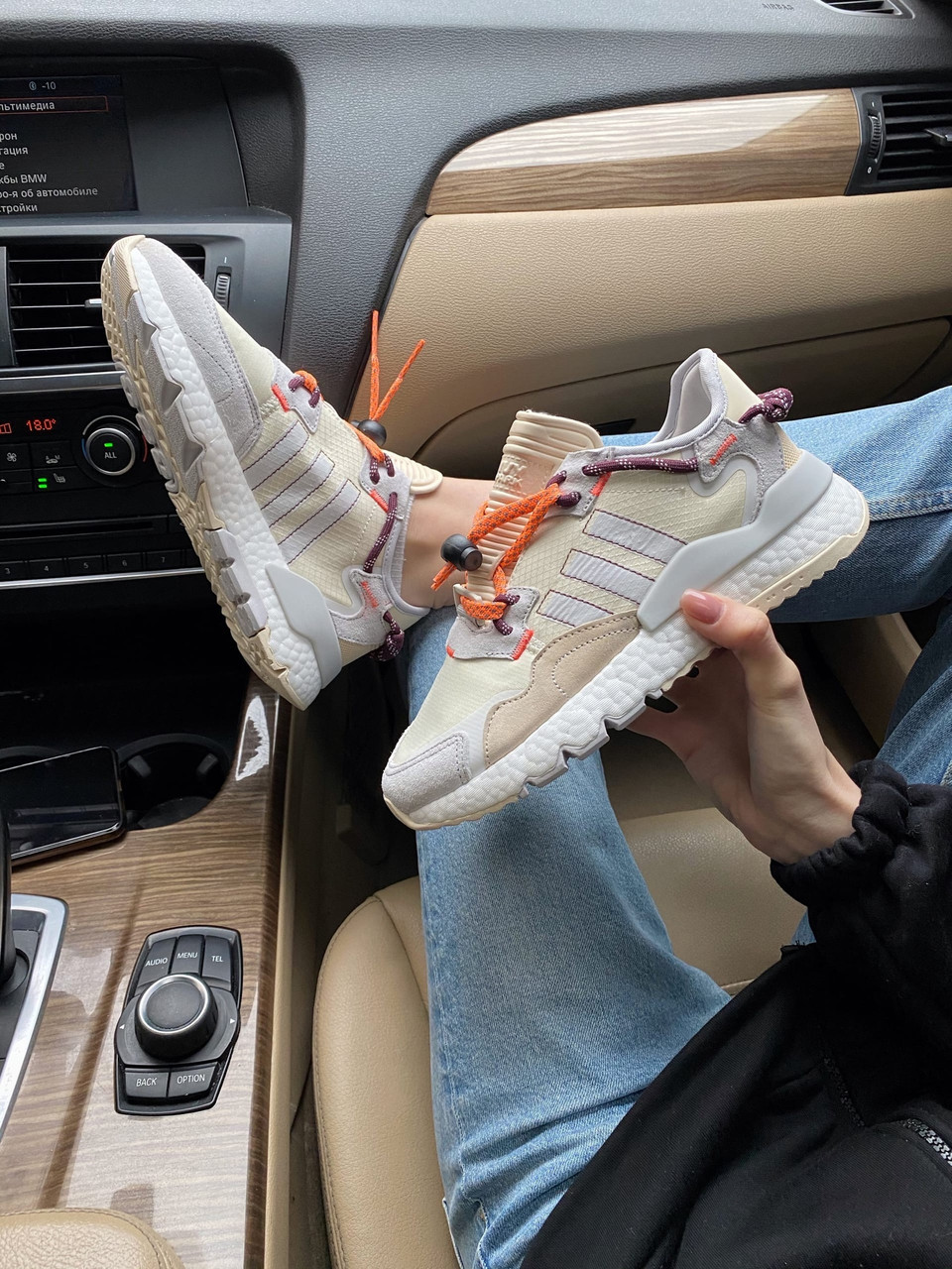 Женские кроссовки Adidas Nite Jogger beige