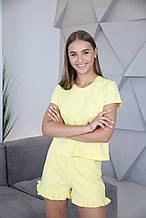 Домашній костюм-піжама з м'якого трикотажу в жовтому кольорі, футболка і шорти