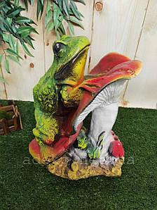 Садовая фигура Лягушка на грибе из гипса 38 см