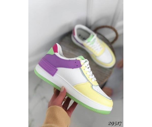 Кросівки з кольоровими вставками
