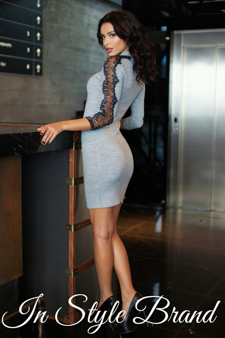 Платье трикотаж на рукавах кружево