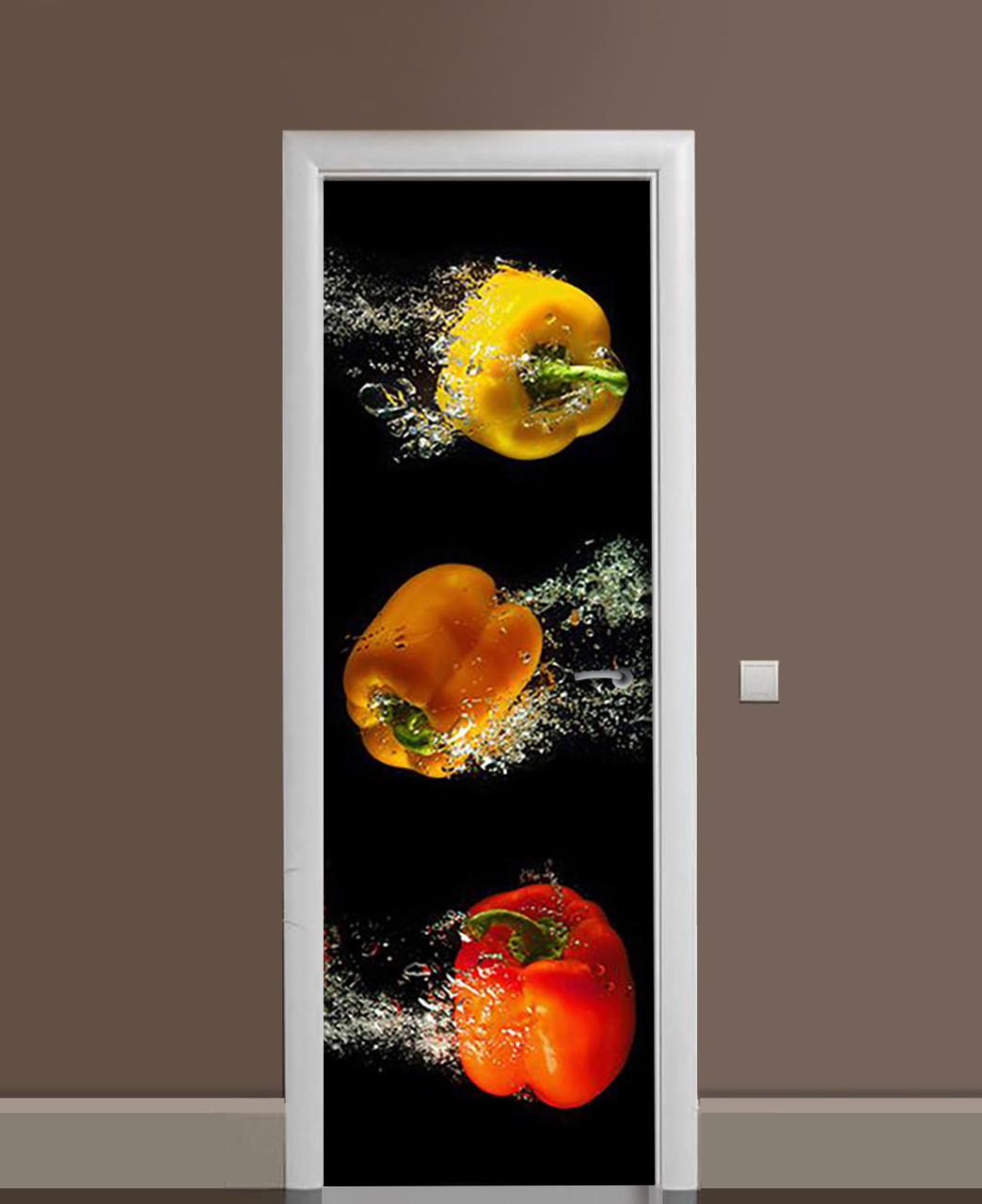 Декоративна наклейка на двері Яскраві Перці в воді ПВХ плівка з ламінуванням 65*200см Їжа Чорний