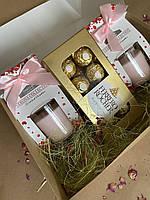 Подарочный бокс для идеального романтического вечера: 2 аромасвечи и конфеты Ferrero Rocher