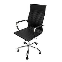 Черное вращающееся офисное кресло Intarsio Atlant из кожзама с хромированными ножками и подлокотниками