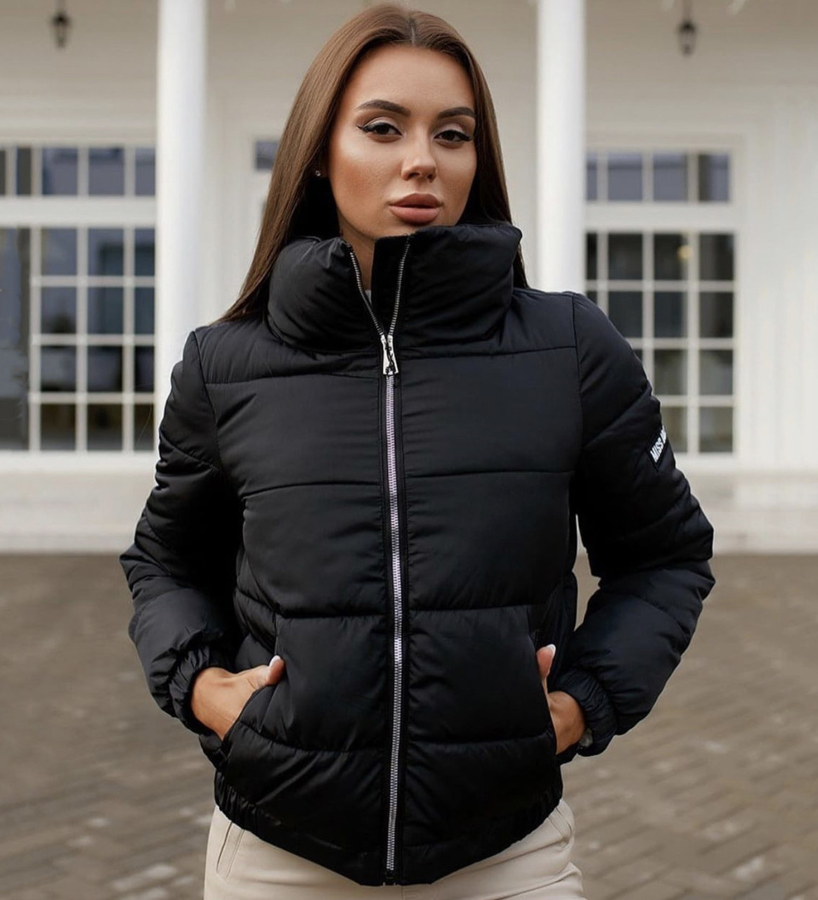 Жіноча чорна дута курточка