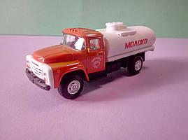 Іграшка бензовоз ЗіЛ автоцистерна Автопарк
