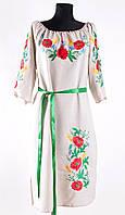 Красочное женское платье с вышивкой
