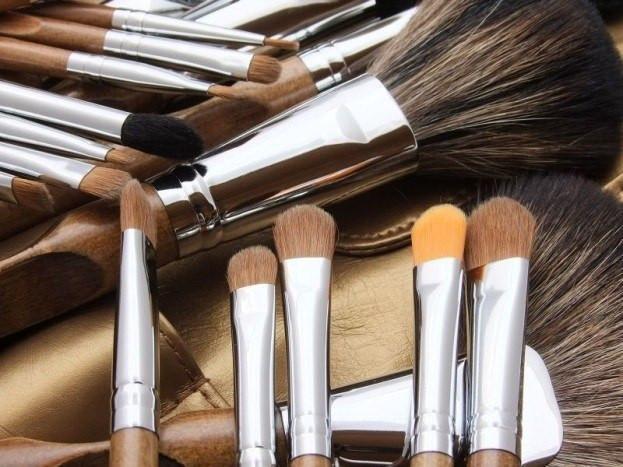 Кисти для макияжа, наборы кистей и сопутствующие товары