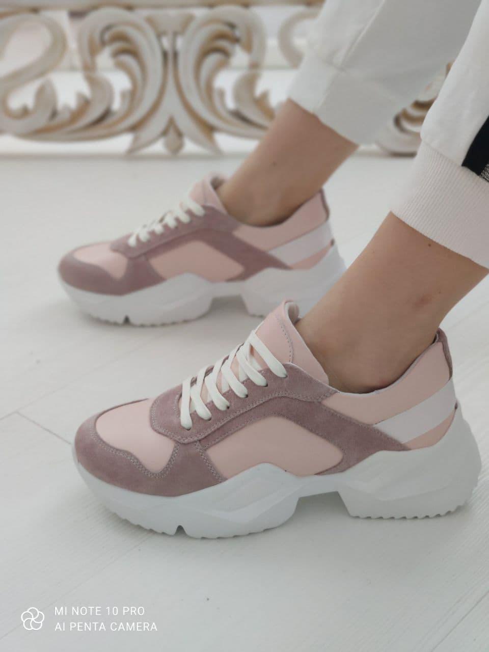 Модні жіночі замшеві кросівки, пудра