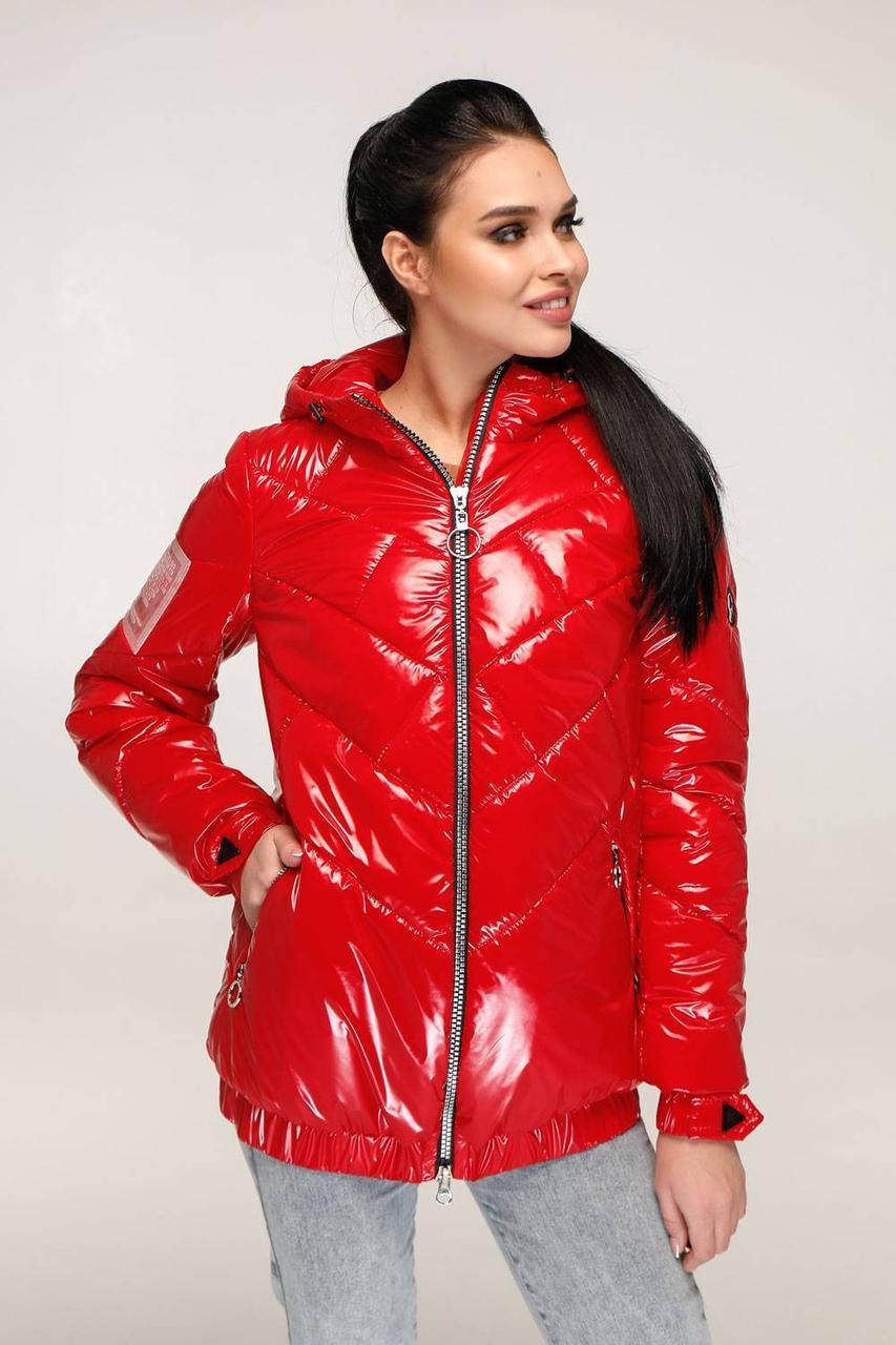 Трендова жіноча червона лакова куртка