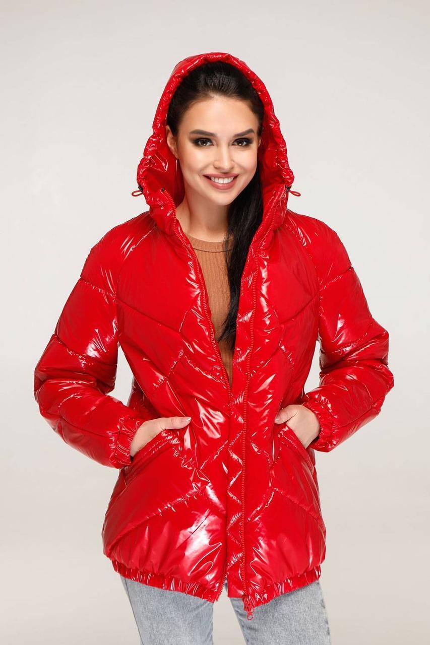 Весенняя демисезонная куртка красного цвета