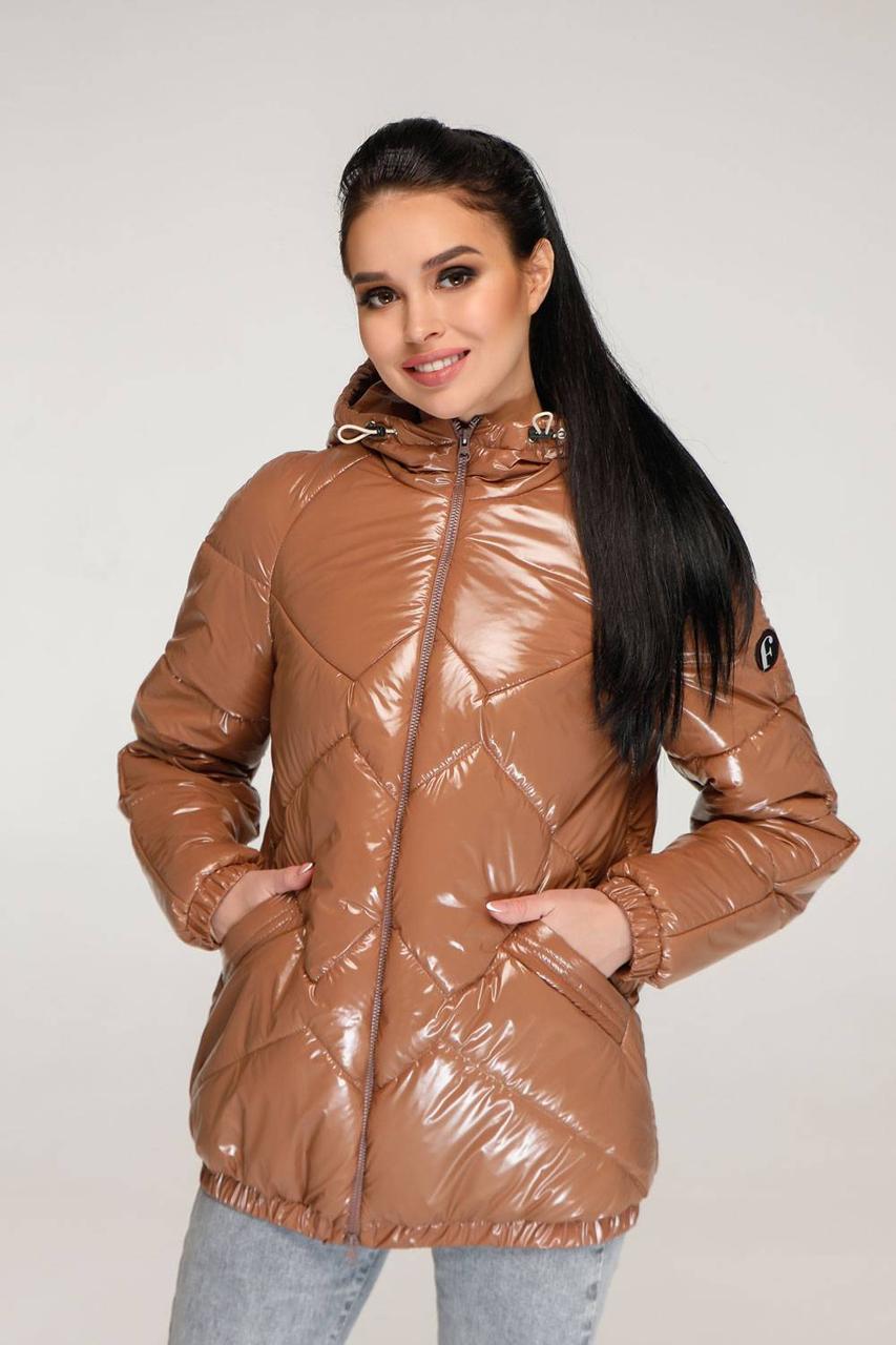 Весняна лакова жіноча куртка коротка